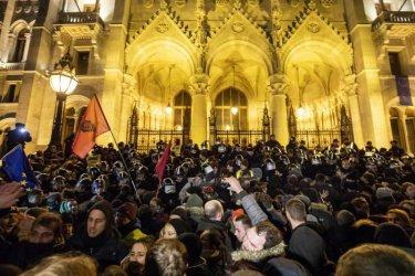 Протестите в Унгария родиха опозиционна коалиция, но дали ще е трайна?