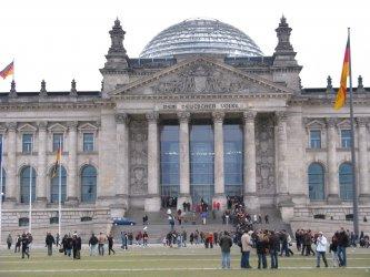 Германия узакони присъствието на трети пол в актовете за раждане