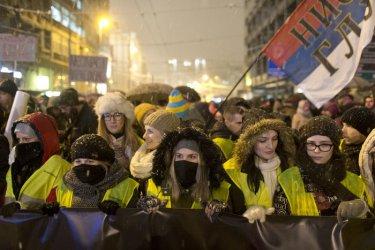 Хиляди излязоха на протест в Сърбия срещу Вучич