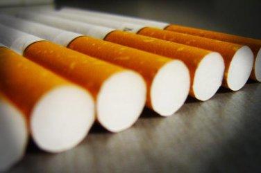 Кутия цигари изяжда 17% от дневния доход на българина