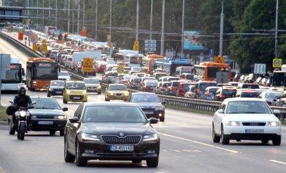 Повечето собственици на коли в София ще платят по-висок данък догодина