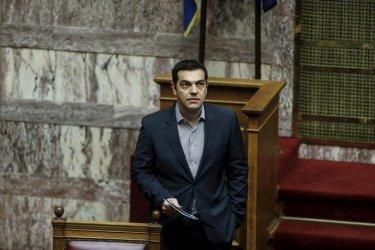 Правителството на Ципрас оцеля с мнозинство от един глас