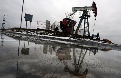 Петролът поскъпна с 3%