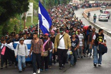 Нова колона хондураски мигранти пое към САЩ