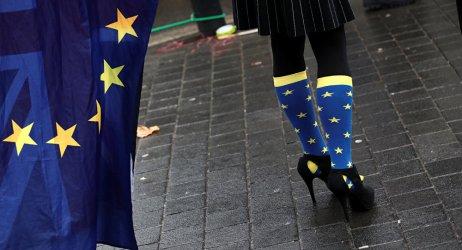 Мнозинството британци искат оставане в ЕС