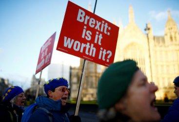 Какво следва за Брекзит след отхвърлената сделка на Тереза Мей?