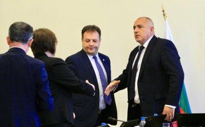 Борисов дава на общините пътища да си ги поддържат без винетка