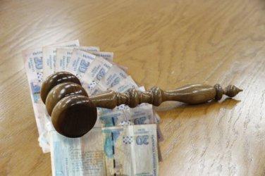 Обвинената за пране на пари бивша съдийка излиза от ареста