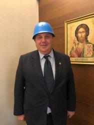 Лудият шапкар на българската политика