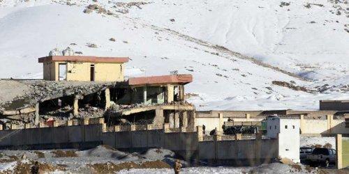 65 убити при нападение на талибаните срещу база на военното разузнаване в Афганистан