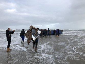 Телевизори изплуваха край холандски плажове