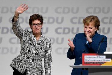 Партийната наследничка на Меркел вече е изпреварва по рейтинг