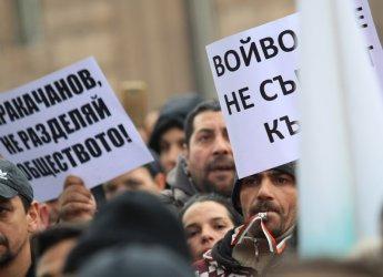 Стотици роми поискаха оставката на Каракачанов с протест в София