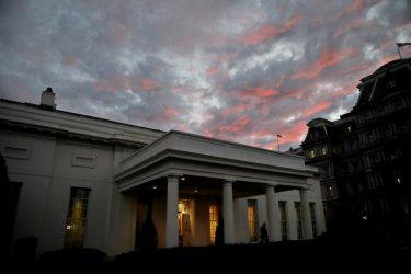 """Белият дом е поискал варианти за удар срещу Иран, съобщава """"Уолстрийт джърнъл"""""""
