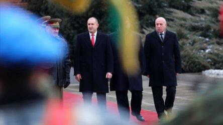 Радев определи изборът на самолет като троен удар по България