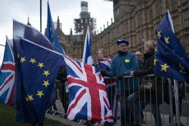 Британци, гласували за Брекзит през 2016 г.,  сега агитират пламенно за оставане в ЕС