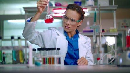 България е начело в Европа по брой жени учени