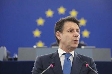Италианският премиер бе засипан с критики в европарламента