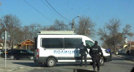 Жители на Войводиново излязоха на протест, роми опитаха да се в къщите си