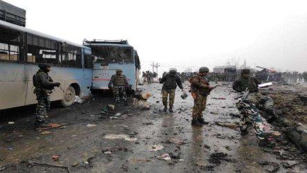 30 убити полицаи при самоубийствен атентат в Индия