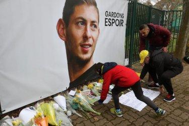 Изчезналият футболист Сала провокира спорове за пари между три клуба