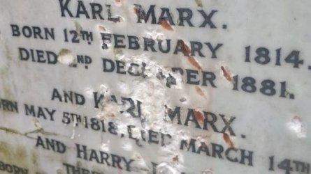 Вандали оскверниха гроба на Карл Маркс в Лондон