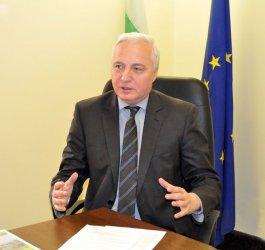 Цветан Цветков: Работата ни не е да пишем похвални слова за управлението