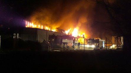 Голям пожар в месна фабрика край Войводиново