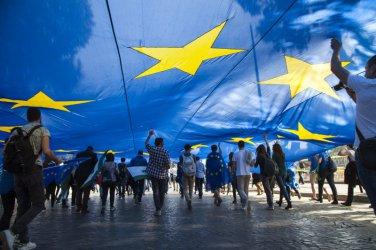 Интелектуалци алармират, че Европа е в смъртна опасност