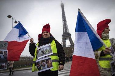 Жълтите жилетки на протест за 15-и пореден уикенд
