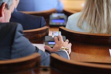 Парламентът отхвърли ветото върху новия държавен медиен контрол