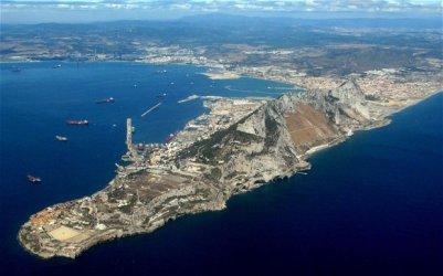 Испански военен кораб нареди на търговски кораби да напуснат района на Гибралтар