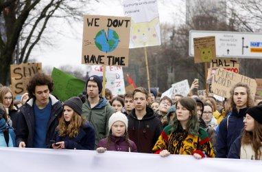 Меркел подкрепи ученическите протести за климата