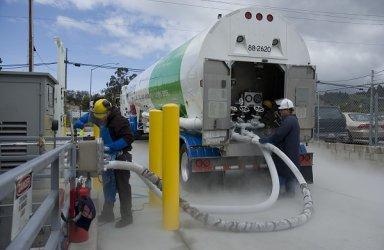 Кораби и камиони на втечнен газ допринасят за по-чист въздух