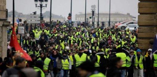 """Френските """"жълти жилетки"""" излизат на нов протест, за да ограничат отлива на активисти"""