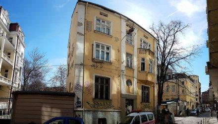 Бивш архитектурен паметник в центъра на София става офис сграда