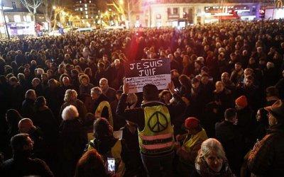 Хиляди протестираха в Париж срещу антисемитизма