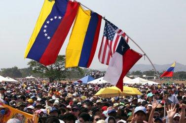 Стрелба с жертва предшества концерт в Колумбия в помощ на Венецуела