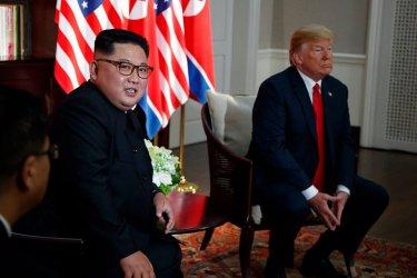 Двойници на Тръмп и Ким са задържани в Ханой