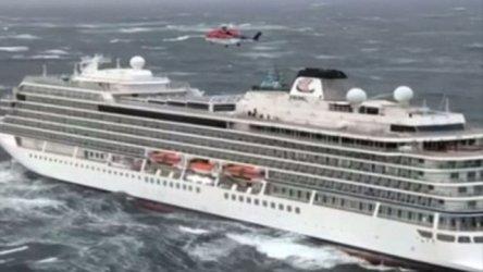 Хеликоптери евакуираха част от пътниците на круизен кораб край Норвегия