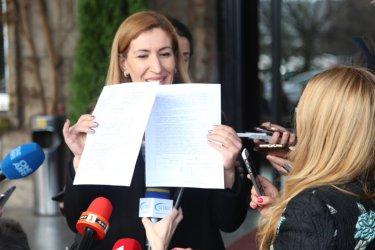 С лични пари и от татко Ангелкова е купила имоти за над 1 млн. лв.