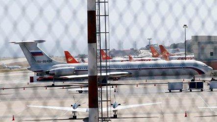 Два руски самолета с 99 военни и 35 тона техника са кацнали в Каракас