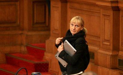 Очаквано Йончева е избрана за водач на евролистата на БСП