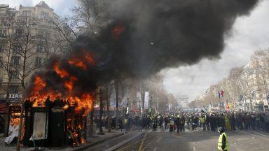 """Нови сблъсъци и арести на протест на """"жълтите жилетки"""" в Париж"""
