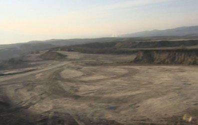 Временно се спира копаенето на въглища край ниви в Дивотино