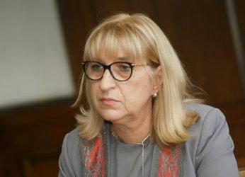 Цецка Цачева подава оставка заради скандала с апартаментите