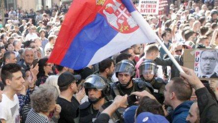 Протестите срещу Вучич в Белград ескалират