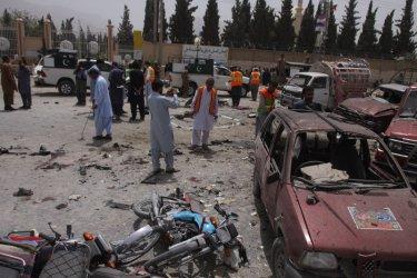 20 убити и 48 ранени при бомбената експлозия на пазар в Пакистан