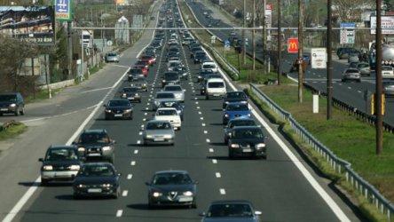 От лятото шофьорите у нас ще могат да печелят пари от реклама върху автомобила си