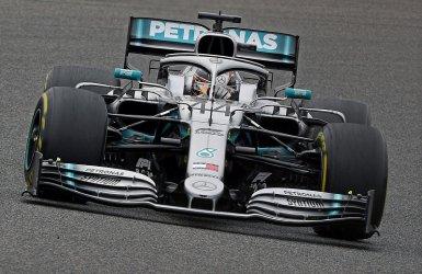 Хамилтън с убедителна победа в старт №1000 във Формула 1